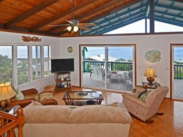 Captain Cook house rental - Open living area to capture all the ocean views