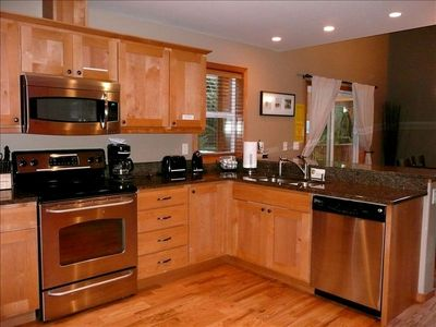 Stainless Steel Appliances & Granite Countertops