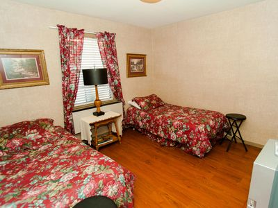 Twin Bedroom 'Ruby' shares Jack-n-Jill bathroom
