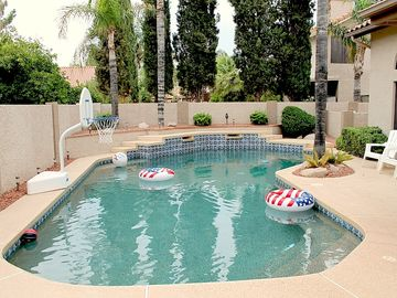 Gilbert house rental - Large private Pebble Tec swimming pool with basketball hoop