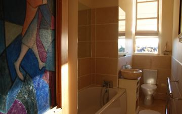The bathroom. There is also a showeroom.