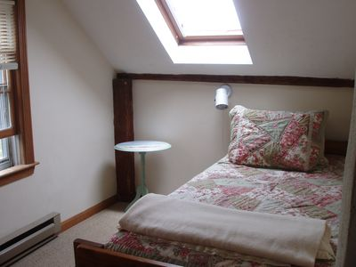 2nd flr.Bedroom-trundle bed (sleeps 2)