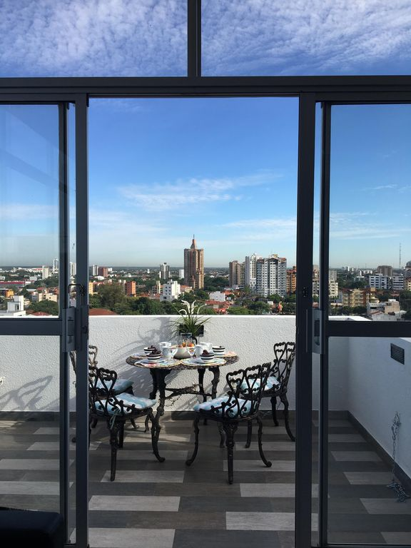 Gorgeous Top Floor Apartment With Amazing Views Of The City 180 Degree View