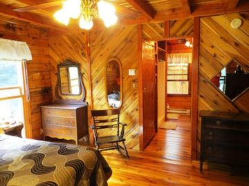 Mountain Lodge Realty Moonshine Ridge Master King Suite