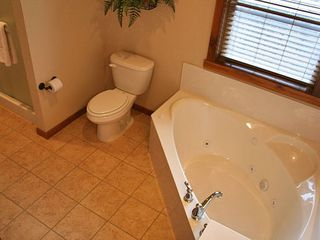 Branson lodge photo - Jacuzzi Tub and Stand Alone Shower (Main Level Bathrooms)