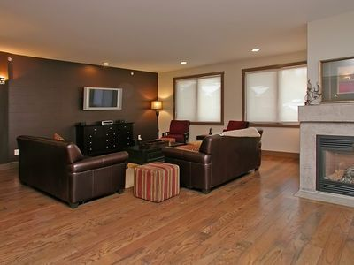 Bright and inviting lounge with comfortable seating for everyone.