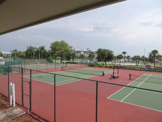 Ruskin townhome photo - Enjoy playing tennis in four tennis court