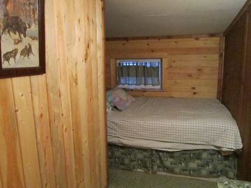 Small bedroom w/ built in double bed
