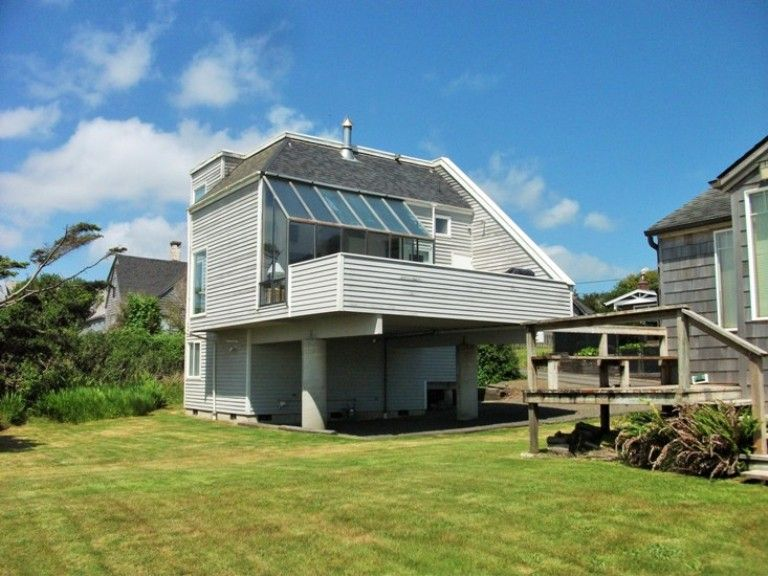 Premier oceanfront home in cannon beach vrbo for Beach house rentals cannon beach