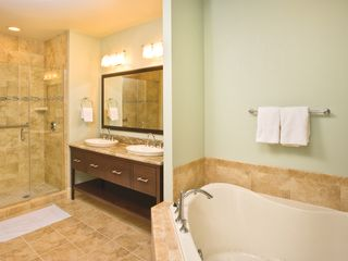 National Harbor condo photo - Presidential Bath