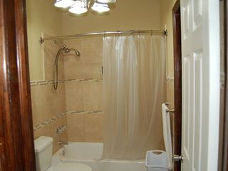 Nassau & Paradise Island apartment photo - Showe/Tub