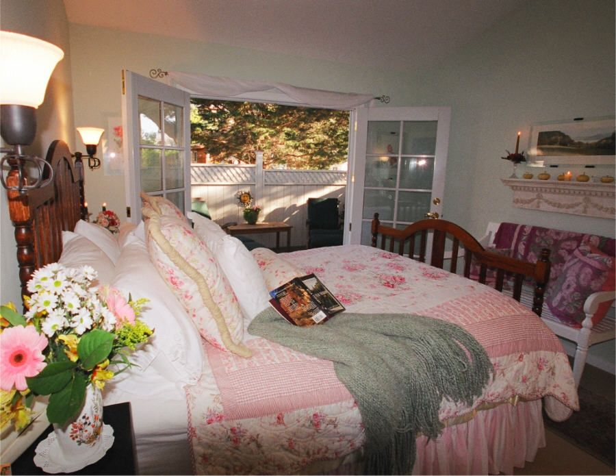 Queen bed with French doors to deck.