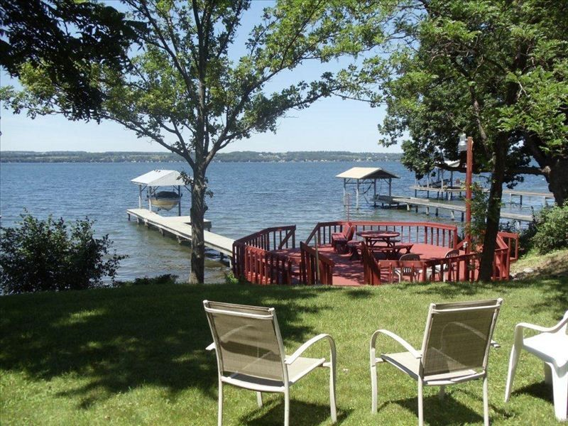 Seneca lake waterfront view wine trail vrbo for Cabin rentals vicino a watkins glen ny