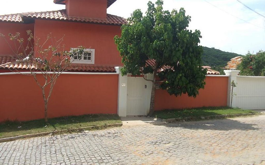 Joao fernandes 500 meters from the beach homeaway for Bathrooms r us reviews
