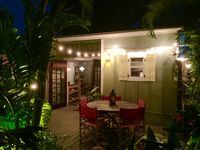 Delanos Bungalow - Stylish Seclusion in a Private Setting.