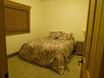 Lutsen house rental - Lower level bedroom with queen bed