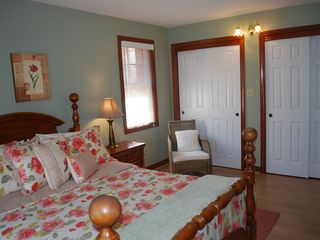 Niagara-on-the-Lake house photo - Queen Guest room with Cannonball bed with en suite privileges.
