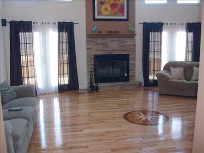Great Room with vaulted ceilings(27').