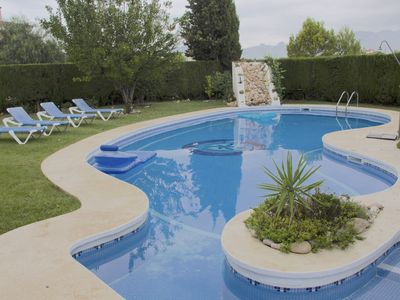 SPACIOUS AND COMFORTABLE HOME, GREAT POOL AND LARGE PRIVATE GARDEN