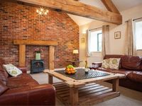 TISSINGTON FORD BARN, family friendly in Bradbourne Mill, Ref 904191