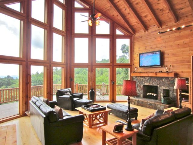 Hidden ridge huge views leather hot tub vrbo for Table rock nc cabins