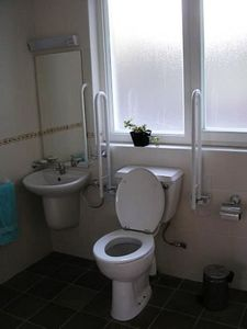 Kenmare bungalow rental - Toilet in Main Shower Room