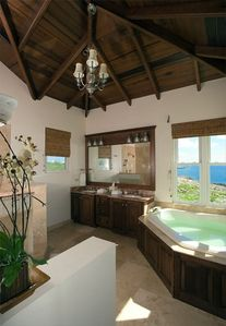 Master Bedroom's Ensuite Bath