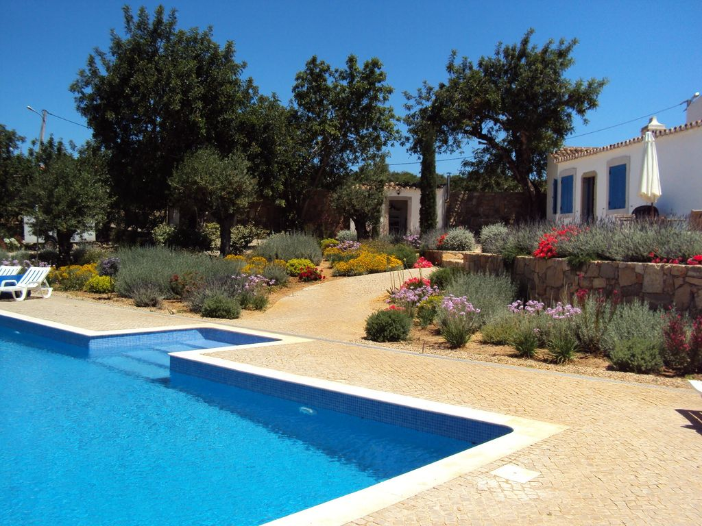 House, 250 square meters, with pool