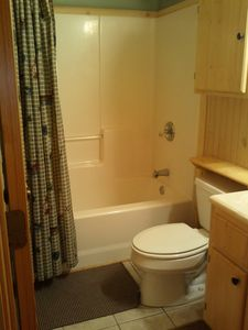 Clayton cabin rental - Queen Bedroom has tub/shower combo