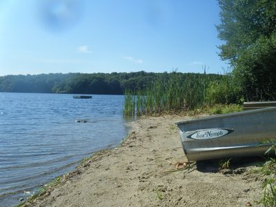 Idyllic lake and surroundings - convenient New England location