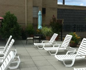 Dupont Circle studio photo - Pool lounge chairs