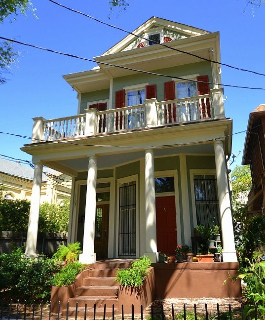 Victorian charm means you 39 re in new orleans vrbo for What does balcony mean