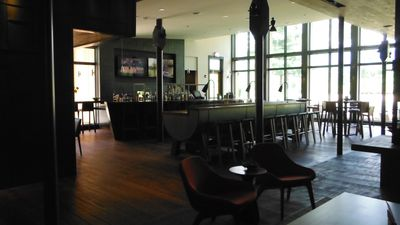 The Roost at the Topnotch- casual dining and bar