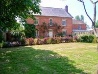 VOLE HOUSE FARM, pet friendly, with a garden in Mark, Ref 27791