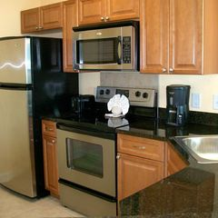 Horizon condo photo - Stainless steel/granite kitchen w/ Maple cabinets