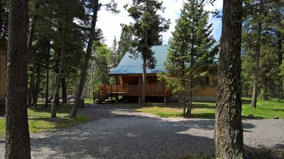 Peaceful Log Cabin With All The Amenities