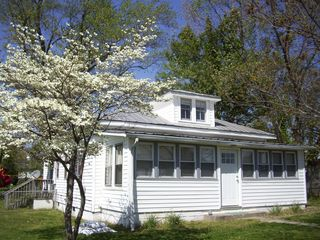 Colonial Beach cottage photo - Nice large yard with playground out the back gate.