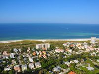 Large townhouse with private beach access and walk to Siesta key Village!