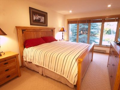 Beaver Creek house rental - Santa Fe Room, 1 King Bed, private bath, faces mountain. HD TV & DVD