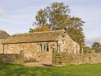 REYNARD ING COTTAGE, luxury holiday cottage in Addingham, Ref 4398