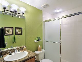 Key West condo photo - The second bathroom is en-suite, with tub & shower.