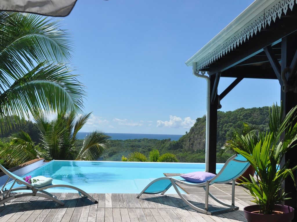 Villa coco cannelle le gosier location de vacances for Piscine miroir guadeloupe