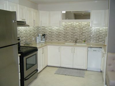 Fully equipped kitchen with dishwasher and microwave included