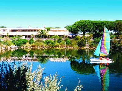 Attached house on holidayparc with several facilities in the Camargue, only 800m. from the beach