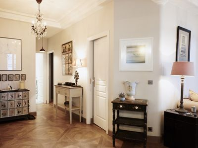 Unusually large apartment accommodating six people in the heart of Le Marais