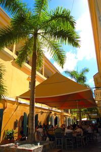 Shopping and outdoor dining on Island