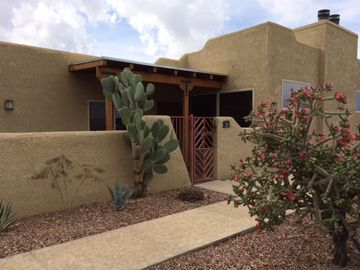 Oro Valley condo rental - Do not settle for a multi-story unit! Desert living at its best.