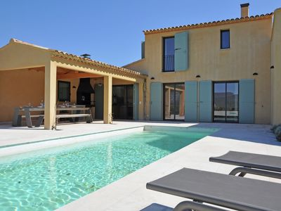 Luxury villa with private pool in domain within walking distance of Malaucène