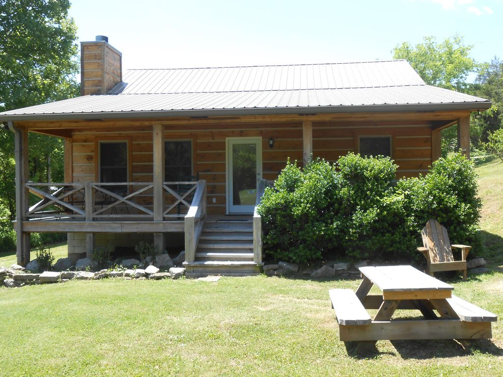 Betty 39 s island cabin caney fork river trout vrbo for Center hill lake fishing report