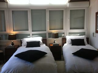 bedroom 2, 2 single beds